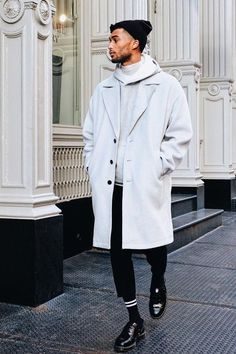 A grey overcoat and black chinos are essential in any gentleman's classic and casual wardrobe. Ramp up this whole ensemble by rounding off with a pair of black leather derby shoes. Basic Fashion, Fashion Mode, Mens Fashion, Fashion Styles, Fashion Trends, Fashion Tips, Stylish Men, Men Casual, Stylish Outfits