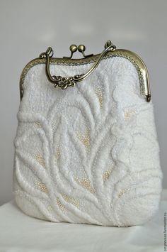 Сумка белая валяная белоснежная молочная для невесты - купить или заказать в интернет-магазине на Ярмарке Мастеров | Маленькая изысканная сумочка, из белой…