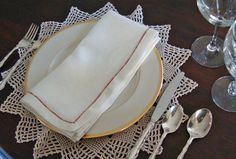Here's an easy way to personalize your Thanksgiving table–and learn to miter a perfect corner.