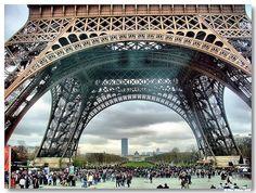 """Torre Eiffel e parque do """"Champ de Mars"""""""