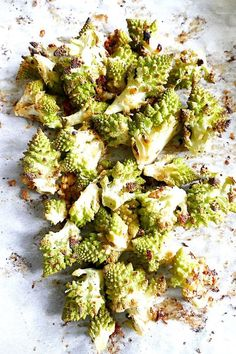 Garlic and Lemon Roasted Romanesco Cauliflower - a delicious and simple vegetable dish using beautiful romanesco cauliflower!  #healthyfood #heart #health #fitness #delicious #healthy #crispy