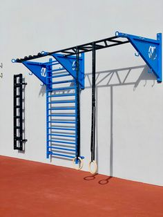 Outdoor rooftop pull-up and monkey bars with Stall Bars. The MoveStrong Wall Mounted Pull-up Bracket Systems offers a limitless amount of design and layout configurations in size and many training options for bodyweight training and functional fitness. Home Gym Garage, Diy Home Gym, Gym Room At Home, Basement Gym, Home Gym Equipment, No Equipment Workout, Fitness Equipment, Step Ejercicios, Calisthenics Gym