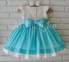 Este vestidinho foi feito, ano passado, para a Isabelle usar em seu primeiro aniversário, mas por um contratempo, a mamãe Debo...