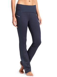 Power Lift Pant - This straight-leg Power Lift option is perfect for those seeking warmth and compression on snowy adventures without the full-length tight fit.