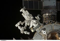 The_Canadian_Special_Purpose_Dextrous_Manipulator_Dextre_installed_on_exterior_of_ISS.jpg (3032×2064)