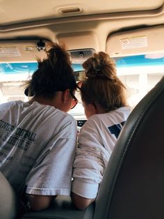 me and my best friend looking at stuff a boy texted us lol Cute Friend Pictures, Best Friend Pictures, Best Friend Goals, My Best Friend, Best Friend Photography, Gal Pal, Soul Sisters, Cute Friends, Jolie Photo