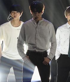 """""""Jungkook having his shirt tucked in, exposing his small waist: a thread because I miss Koo"""" Boyfriend Style, Boyfriend Material, All Bts Members, Insta Snap, Jungkook Abs, Shirt Tucked In, Tiny Waist, Pretty Baby, Chef Jackets"""