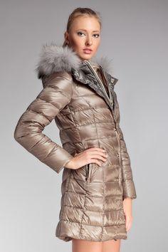 6028d68056d40 nice Стильные женские зимние пальто на синтепоне с капюшоном — Обзор  актуальных моделей зимы 2017-