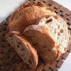 独特な芳香に、ふっくら・もちもちして、噛むごとに、にじみ出してくる滋味。天然酵母のパンって、えも言われる美味しさがありますね。  自家製の天然酵母を作ることによって、こんなパンが焼けるなんて…夢ではありません♪