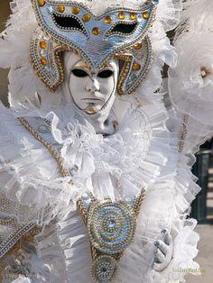 Carnevale di Venezia , Ruffled by That Long Hair Girl Venice Carnival Costumes, Mardi Gras Carnival, Venetian Carnival Masks, Carnival Of Venice, Venetian Masquerade, Masquerade Ball, Venice Carnivale, Venice Mask, Costume Venitien