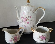 Mid-Century Lefton China Hand Painted Moss Rose Creamer, Sugar and Tea Pot 24k Gold by SeasonsWreathsPlus on Etsy Silk Floral Arrangements, Floral Centerpieces, 14k Gold Jewelry, Fine Jewelry, Replacement Dishes, My Sister Birthday, Summer Door Wreaths, Paint Set, Calla Lily