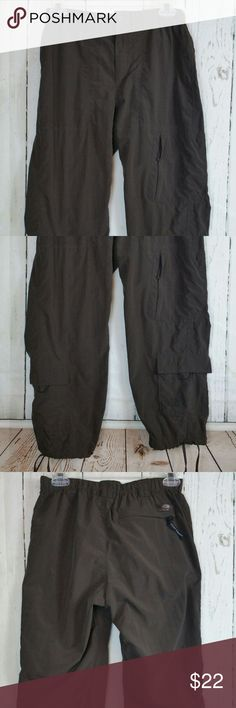"""The North Face Crop Pants Women's Sz S/P The North Face Crop Pants Women's Sz S/P Nylon Outdoor Hiking Cargo Capri Brown. These crop pants have 6 pockets, drawstring pant legs plus a stretch waist with a drawstring. Great pre-owned condition! No holes, runs or pilling! Please see the size chart below to assure a good fit.  Measurements are approx and lying flat from the front:  Waist: 13 1/2""""  Rise: 9""""  Hip: 18""""  Thigh: 10""""  Inseam: 22""""  Length: 32"""" The North Face Pants Ankle & Cropped"""