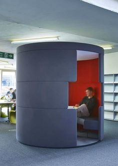 Meeting room / meeting pod at the University of Portsmouth library by Overbury. This circular meeting space with eye-catching red internal walls creates a feature space whilst providing a place for students to meet and collaborate within the library. See more of his university fit out on our website: