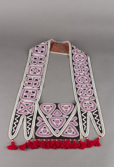 Seminole Bandolier Bag, ca. glass beads on calico and yarn, The Elizabeth Cole Butler Collection. Native Beadwork, Native American Beadwork, Native American Fashion, Native American History, Native American Artwork, Native American Artifacts, Seminole Patchwork, Art Articles, Beadwork Designs