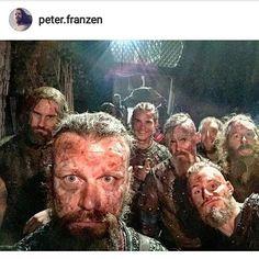 Just one last Vikings Selfie. Vikings Season 4, Vikings Show, Vikings Tv Series, Viking People, Ragnar Lothbrok Vikings, Valhalla Viking, King Ragnar, Tv Show Casting, Viking Life