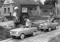 Kinek volt ilyen kis autója gyerekkorában? Ezek azok a nagy becsben tartott értékek, amikre ha valaki szert tett, akkor... - MindenegybenBlog