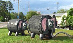 Mother Elephant and Baby Elephant Hay Bales. Hay Bale Wedding, Farm Wedding, Chic Wedding, Wedding Details, Straw Bales, Hay Bales, Hay Bale Decorations, Haunted Hayride, Straw Art