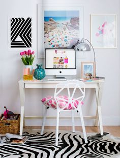 This is an adorable desk setup!!