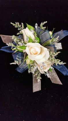 Blush spray roses with navy and silver rose gold accents