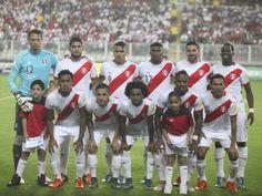 Selección peruana jugaría dos amistosos en Trujillo y Tacna antes del reinicio de las Eliminatorias. April 10, 2016.