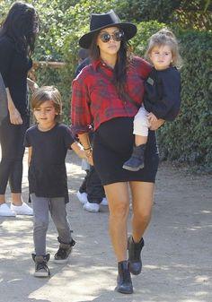 Kourtney Kardashian Photos The Kardashains At Underwood Family Farms