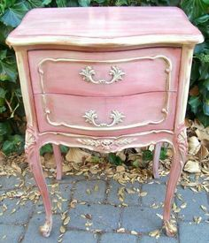 Adorable Little Pink Night Stand #diyfurniture #paintedfurniture #DSDecor