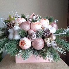 Christmas Vases, Christmas Candle Decorations, Christmas Flower Arrangements, Christmas Flowers, Christmas Mood, Christmas Design, Christmas Wreaths, Christmas Crafts, Art Floral Noel