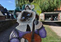 Un petit Miaou des chats de Veules-les Roses A visiter l'atelier de Marie-Odile Hocquigny à Veules les roses Heures d'ouverture d'été de 15 H à 19 H. TEL : 02 35 84 43 26 www.lechatchezquijhabite.com lechatchezquijhabite@orange.fr A visiter l'atelier...