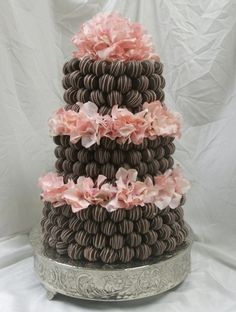 Cake pops Wedding Cakes Photos - Find Your Style! Find the perfect Cake pops wedding cake for your wedding or wedding theme! Cake Truffles, Cupcake Cookies, Wedding Cake Pops, Wedding Cakes, Beautiful Cakes, Amazing Cakes, Creative Cakes, Mini Cakes, Cakes And More