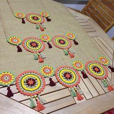 I prepared for the lady's hall of authentic . - Narçın hanımın salonu i. Crochet Diy, Crochet Fabric, Crochet Motifs, Crochet Cushions, Crochet Home, Crochet Doilies, Crochet Flowers, Crochet Patterns, Crochet Table Runner