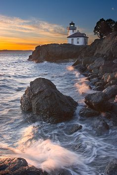 ~~ I love you Daddy, xox ~~ Lime Kiln lighthouse, San Juan Island, Washington, USA. B B B Pearce Ellis Taylor Summer side trip in Seattle? Lighthouse Pictures, Lighthouse Art, San Juan Islands, Am Meer, Vacation Destinations, Belle Photo, Places To See, Beautiful Places, Scenery