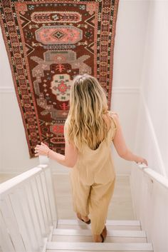 The home of vintage shop owner Sarah Shabacon is filled top to bottom with laid-back, on-trend decor ideas to try! Take the boho tour here.