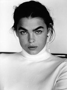 Intense eyebrows/earrings
