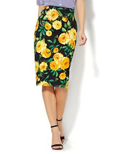 Shop 7th Avenue Design Studio Pencil Skirt - Floral Jacquard. Find your perfect size online at the best price at New York & Company.