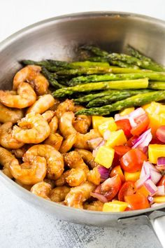 This quick and easy honey garlic shrimp makes a great dinner for those busy weeknights. Kid-friendly and super yummy. Naturally gluten free and paleo. Shrimp Sauce Recipes, Shrimp Recipes For Dinner, Prawn Recipes, Honey Garlic Chicken, Garlic Shrimp, Honey Shrimp, Mango Salsa Recipes, Honey And Soy Sauce, Gluten Free Dinner