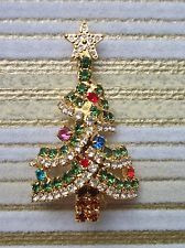 VINTAGE DOROTHY BAUER STUNNING RHINESTONE CRYSTAL CHRISTMAS TREE PIN BROOCH