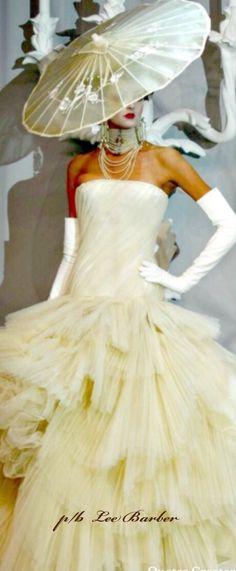 Cream Brulee, Light Cream, Hunters, Runway Fashion, Off White, Red Carpet, Dior, Street Style, Elegant