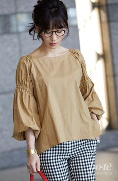Blouse Styles, Blouse Designs, Girls Fashion Clothes, Fashion Dresses, Look Office, Iranian Women Fashion, Sleeves Designs For Dresses, Stylish Blouse Design, Stylish Dresses For Girls