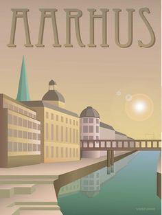 """Vissevasse plakat AArhus - åen  """"Lav Sol Over Aarhus""""...som GNAGS så dejligt synger. Fest og farver, en kaffe, eller en hyggelig gåtur? Lige meget hvad du foretrækker, kan Åen det hele. Og mere til. Især om sommeren er her et skønt leben af glade mennesker.  Hvis det bliver for festligt, og du drætter i Åen, fører den dig helt ud til Århus Havn."""