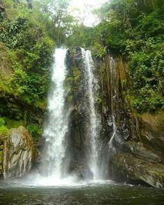 Esta cascada es de las primeras que consigues en la ruta hacia la famosa Cascada Norte del Waraira Repano.  Fotografía: @la_dianixgfoto  Disfruta de las cascadas, cataratas y saltos más bellos de Venezuela con  @CascadasDeVenezuela ✌ ¡Siguelos! @cascadasdevenezuela @cascadasdevenezuela @cascadasdevenezuela  @cascadasdevenezuela  @cascadasdevenezuela #CascadasDeVenezuela  #ConoceVenezuela #ConocerEsCuidar