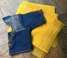 20 Latest Saree Blouse Designs for Stylish Look - ArtsyCraftsyDadLove the color combo and the blouse design!Order contact my whatsapp number photo description available. Cotton Saree Designs, Saree Blouse Neck Designs, Fancy Blouse Designs, Blouse Patterns, Latest Saree Blouse, Sari Blouse, Nike, Fancy Sarees, Trendy Sarees