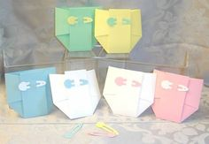 12 Diaper (and diaper pins) Favor Bags. different quantity or shape of box. Pregnant Sisters, Quilling Art, Favor Boxes, Baby Shower Favors, Invitations, Invitation Templates, 30, Flannel, Gift Wrapping