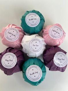 Fizzy Bath Bombs, Homemade Bath Bombs, Bath Bomb Packaging, Soap Packaging, Natural Bath Bombs, Diy Christmas Presents, Bath Bomb Gift Sets, Art And Hobby, Floral Bath
