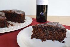 Questa torta al vino rosso la dovete assolutamente provare, non è buona, di più! E' una torta al cioccolato umida, gustosa e coccolosa, il dolce perfetto per