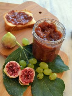 Fig Marmalade without sugar. Μαρμελάδα σύκο χωρίς ζάχαρη! Greek Recipes, Light Recipes, Greek Cooking, Jam And Jelly, Cooking Recipes, Healthy Recipes, Pitta, Easy Meals, Food And Drink