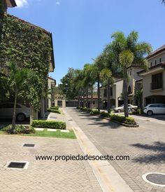 SE VENDE - Casa con acabados de lujo en Condominio, Laureles, Escazú.  EB-AN8089