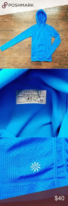 Athleta long sleeve workout top Sz XS Like new!  Beautiful Blue Athleta workout top size XS complete with convinent thumb holes! Comes from a smoke and pet free home! Make an offer posh gals! Athleta Tops Tees - Long Sleeve