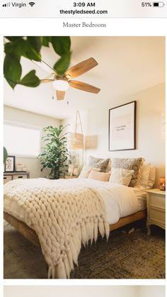minimal bedroom Vintage Bedroom Decorations You Will Inspired Minimal Bedroom Design, Minimalist Bedroom, Modern Bedroom, Zen Bedrooms, Minimalist Chic, Cozy Bedroom, Bedroom Inspo, Bedroom Ideas, Bedroom Designs