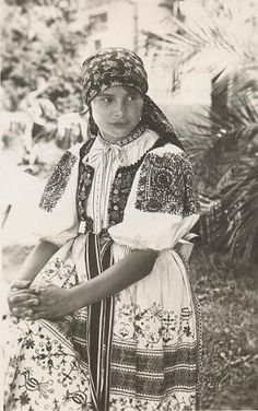 Most of pictures illustrate rural Slovakia and its peasants who are bearers of Slovak folk culture which is basically pagan, thus interesting for Slavdom as such. Moon Goddess, Goddess Art, Fashion Now, Folk Fashion, Orthodox Icons, Culture, Folk Costume, Principles Of Art, Op Art