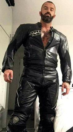 Masculine men - So Funny Epic Fails Pictures Skinhead Boots, Bike Leathers, Mens Leather Pants, Motorcycle Men, Scruffy Men, Leder Outfits, Men In Uniform, Leather Fashion, Black Men